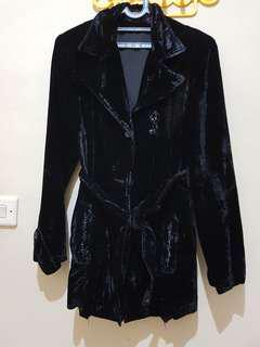 Jaket hitam bludru Disney