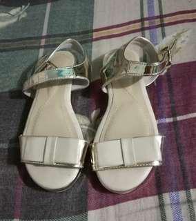 Suki kids sandals