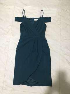 Off shoulder dress emerald green