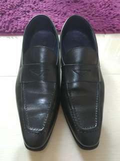 黑色真皮意大利制造皮鞋