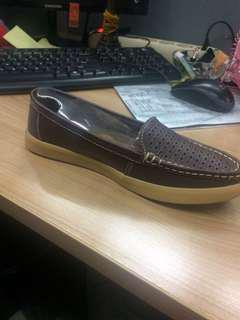 Sepatu loafer slip on Trisset