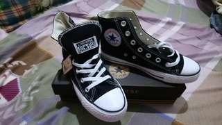 Chuck Taylor All Star 黑高筒鞋