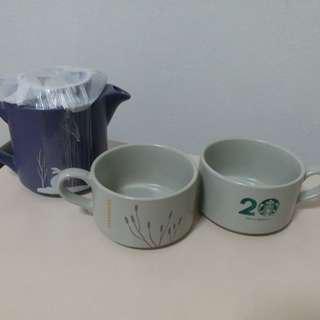 Starbucks teapot & 2 cuos