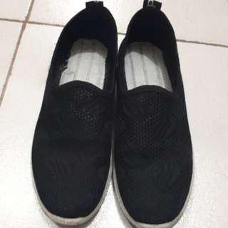 Black cloth shoes