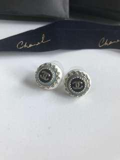 Chanel earrings 100% real 90% new 2017 style