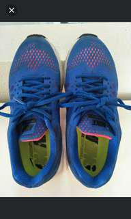 Original NIKE running shoes for boys girls or young adults