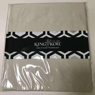 🚚 King Koil Fitted Bedsheet King Size Beige 800 TC Tread Count