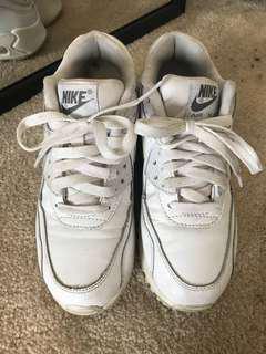 Nike white air max size 4Y