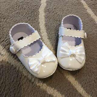 Baby shoes sz 12-18m