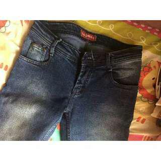 Logo jeans