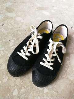 Red Cloud 491R black Canvas shoe