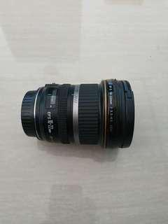 Lensa ultrawide EFS 10-22 mm.