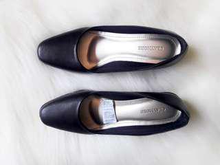 Sepatu kerja Hitam Hak standar : 5cm Brand : Claymore Warna: Hitam Matte