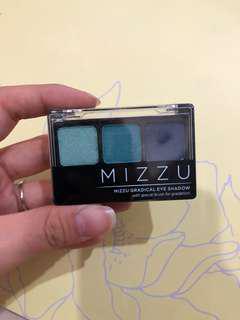 Mizzu eyeshadow biru