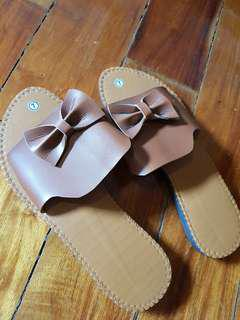 Brown bow sandals