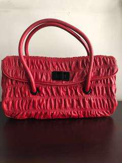 Prada leather handbag (almost new)