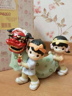 Precious Moments Figurine - Bringing In Another Great Year