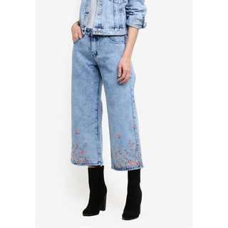SOMETHING BORROWED EMBROIDERY MID RISE DENIM CULOTTES - LIGHT BLUE WASH WITH PINK EMB WOMEN'S CROPPED PANTS