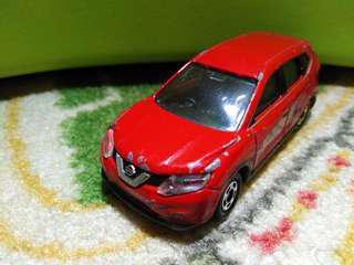 🚚 Tomica Nissan X-Trail