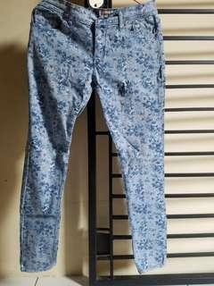 Jeans Nevada pattern flowers