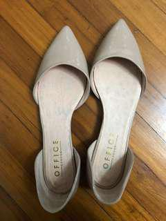 Pointed flats bought in this group (used once). Very nice shoes but just didn't suits my wide feet, a bit tight ! Fits thin feet perfectly!