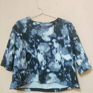 CROP TEE MOTIF ABSTRAK