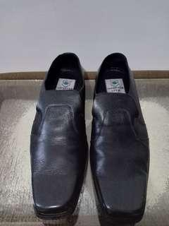 Karl Sangkoni Black Shoes