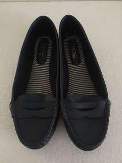 Preloved VNC Flat Shoes