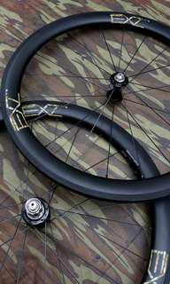 EXtremeLight Carbon Wheels With Chris King R45 Hubs