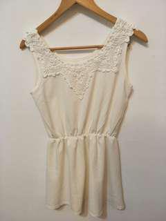 🚚 #半價衣服市集 二手韓風米白絲綢荷葉裙襬連身短洋裝