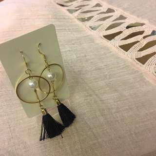 #067 Pendant earrings with pearl and black tassel