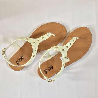 White Sandals (Size 7; BRAND NEW)