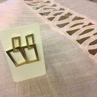 #074 Rectangle-shaped pendant earrings