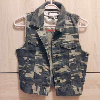 Forever21 camouflage denim outerwear