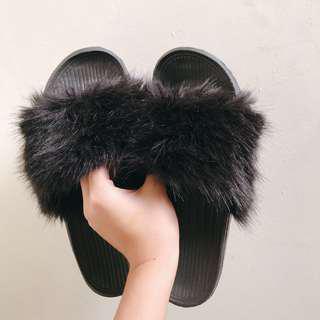 (used 2x) Fur Sandals