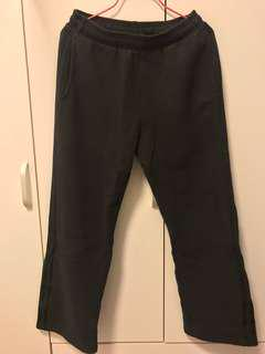 95% New Adidas Sweatpants Size S 黑色