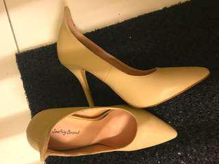 4inch stiletto heels something borrower