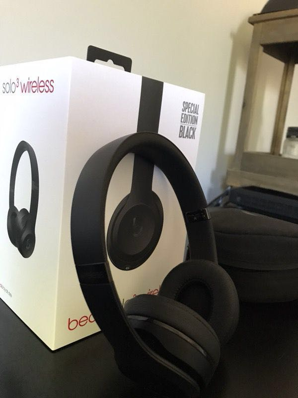 972ac7e75e01 Beats Solo3 Wireless On-Ear Headphones -  Matte Black