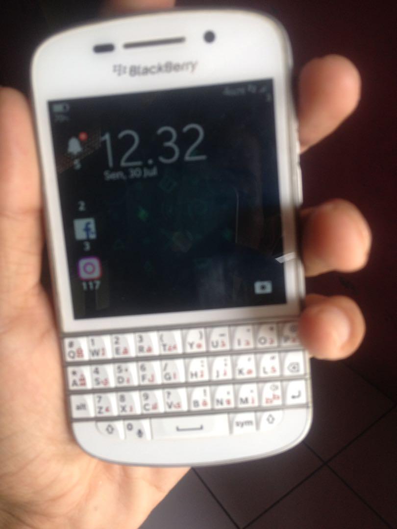 Blackberry Q10 Pictures