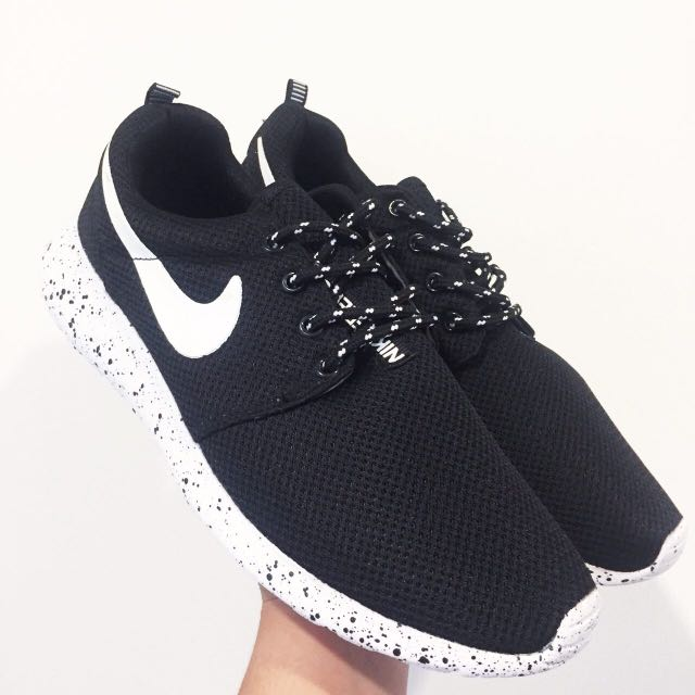 0270addebc9b4 ... usa nike roshe run oreo mens fashion footwear on carousell cf66a 3e67a  ...