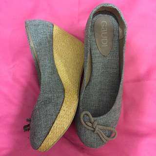 Sepatu Wedges Gaudi