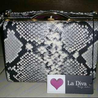 La Diva handbag sale!!!