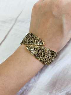 Leafy Daun Wrist Choker Bracelet