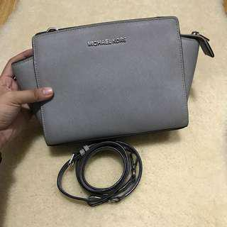 Authentic Michael Kors Selma - Medium