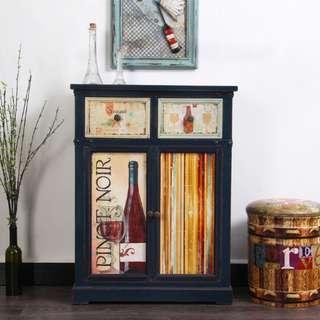 Pinot Noir Display cabinet