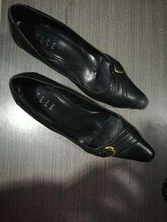Elle Sepatu Kerja
