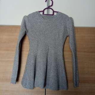 Preloved: knitted grey top (price can nego)