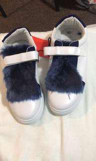 Sepatu tboe