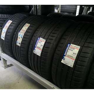 225/40R18 Michelin PS4