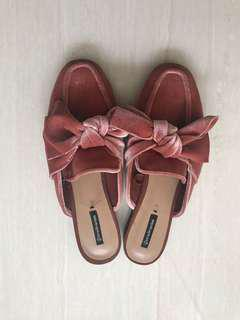 Stradivarius slippers bow